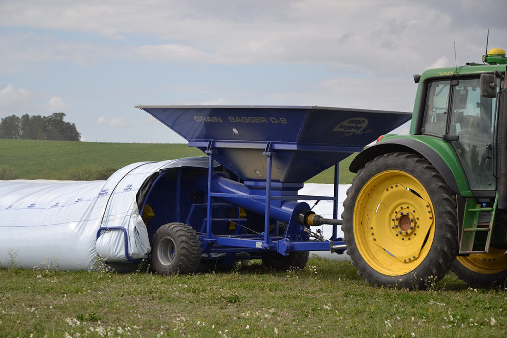 Grain Saver Bagger D-9 Arbeitsstellung